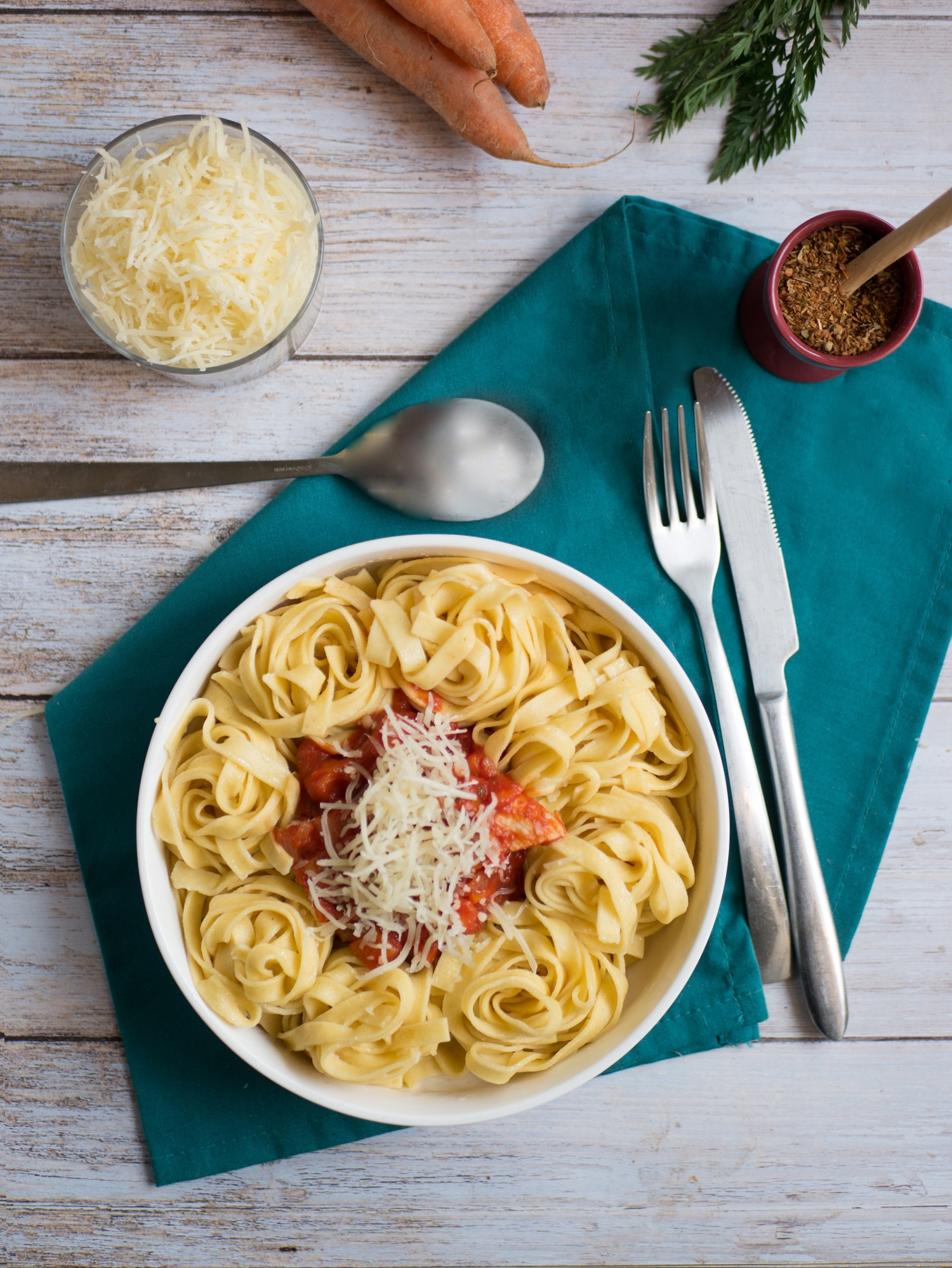 Chicken and tagliatelle with tomato and carrot sauce