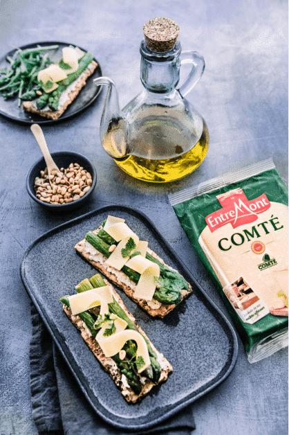Comté cheese, cured ham and asparagus shortbread