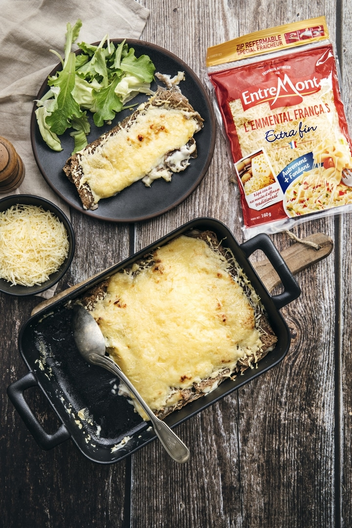 Crêpes au gratin with grated Emmental cheese