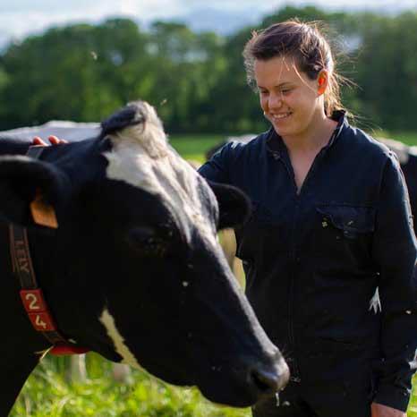 Lénaick, une productrice de lait engagée au sein de la coopérative.