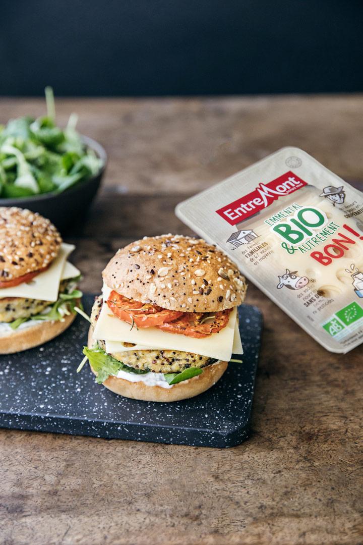 Burger végétal aux tranches d'emmental BIO Entremont.